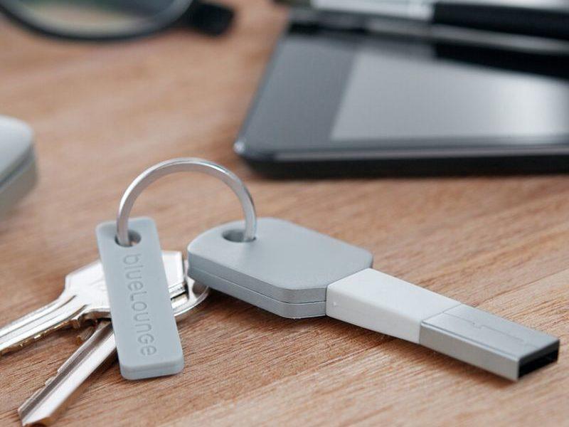 Зарядка-брелок в виде ключа  для IPhone 5/6