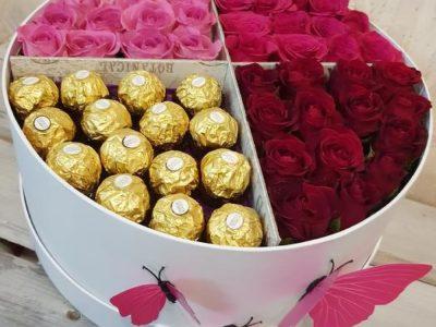 Любимые розы с любимыми конфетами в стильной коробке