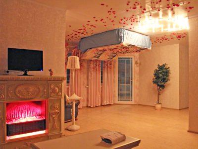 Романтическая ночь в Перевернутом доме