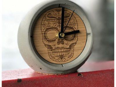 Дизайнерские настольные часы из бетона 13 o'clock с гравировкой