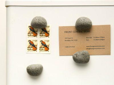 Набор магнитов на холодильник Pebble Magnets Kikkerland
