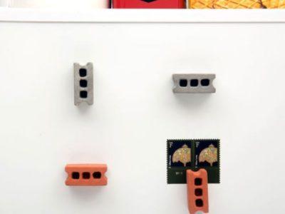 Набор магнитов на холодильник в виде кирпичей и бетонных блоков Kikkerland